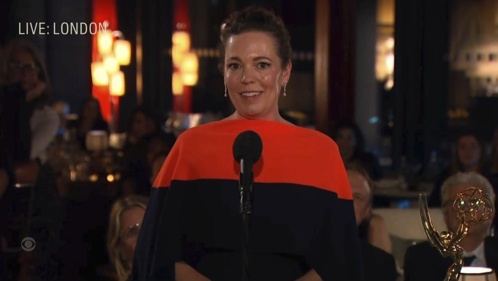 Olivia Coleman accepts the award for outstanding lead actor (female) in a drama series for her role in *The Crown* — Photo: AP