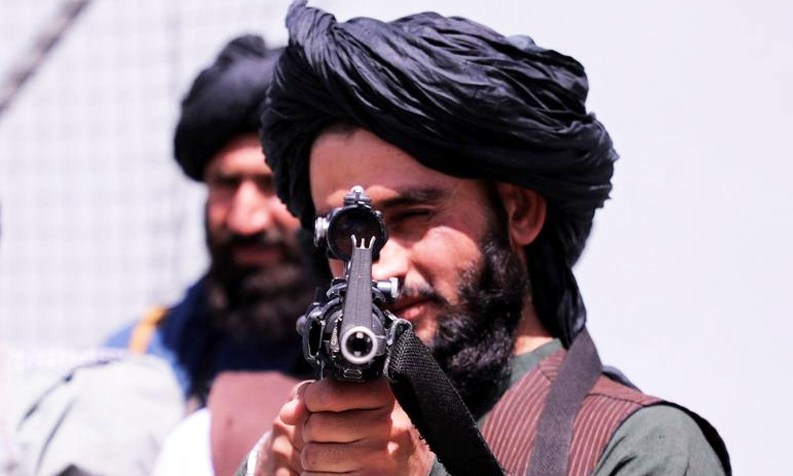 افغان فورس کے ارکان نے کابل ایئرپورٹ کی سیکیورٹی کے انتظامات بھی سنبھال لیے—فوٹو: رائٹرز