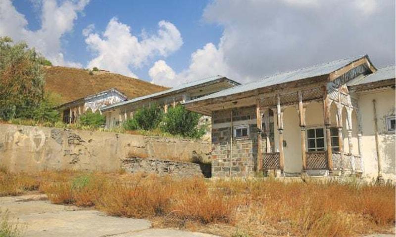 استقبالیہ اور ڈائننگ ہال— تصویر: لکھاری