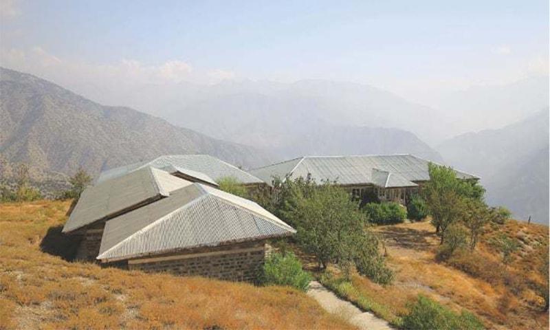 برموغ لشت میں قائم پی ٹی ڈی سی موٹل— تصویر: لکھاری