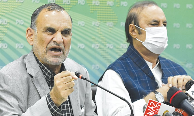 ISLAMABAD: Minister for Railways Azam Swati and Adviser to the Prime Minister on Parliamentary Affairs Babar Awan addressing a press conference on Monday.—Tanveer Shahzad / White Star