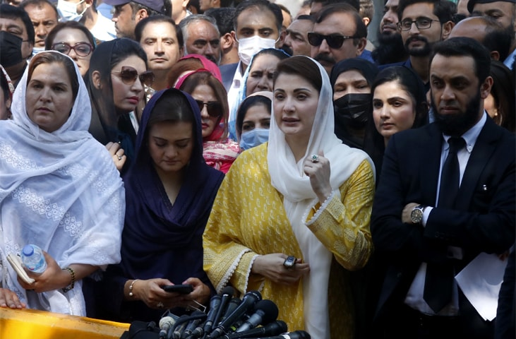 PML-N vice president Maryam Nawaz talking to reporters outside the Islamabad High Court on Thursday.—Tanveer Shahzad / White Star