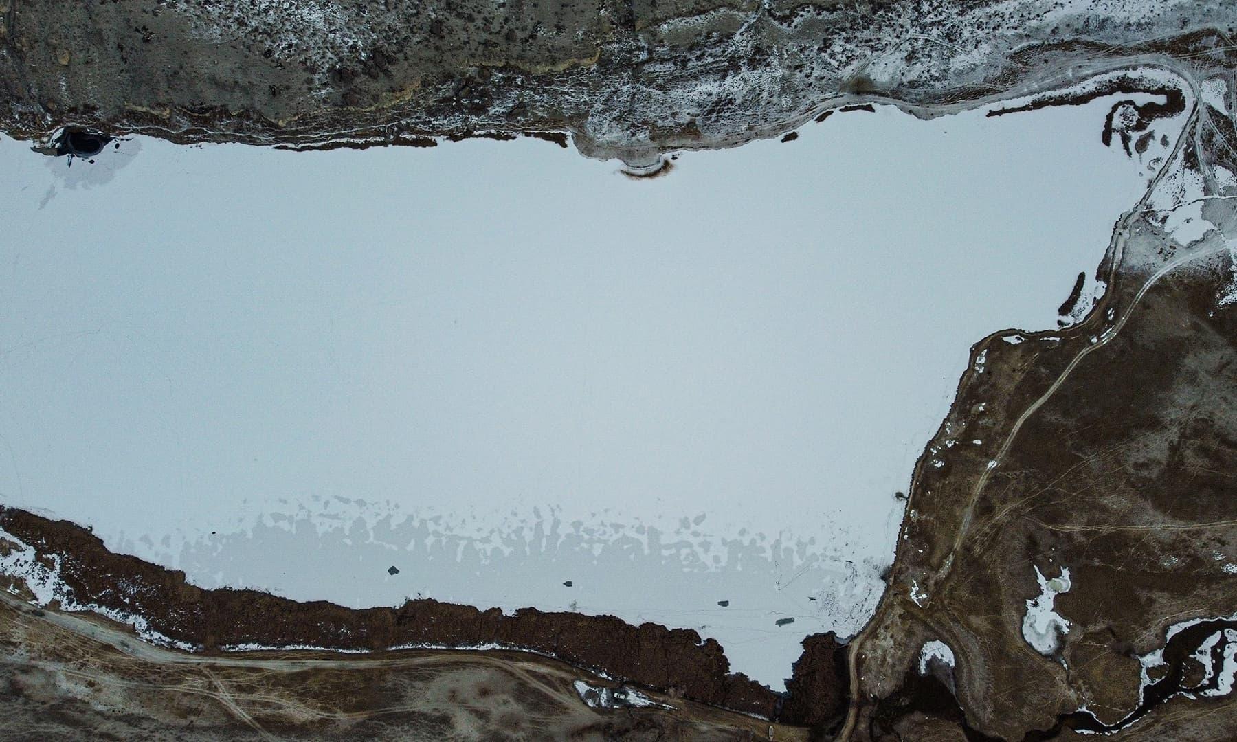 موسمِ سرما میں جھیل کا مغربی حصہ