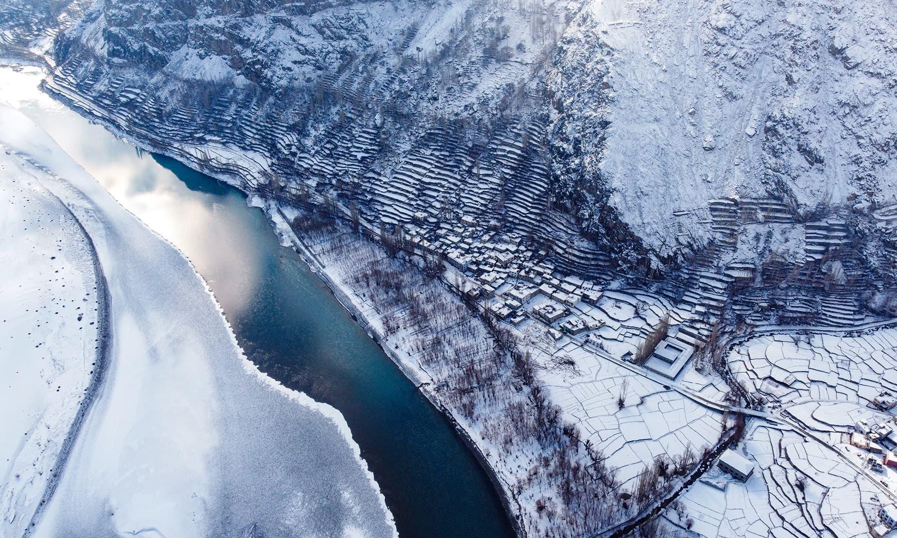 کھرمنگ میں برف باری کے بعد کا منظر