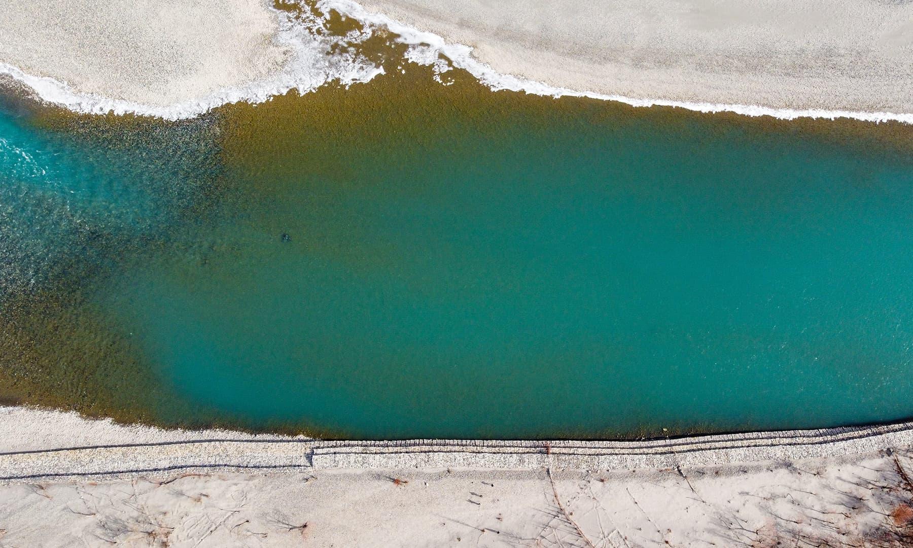 موسمِ خزاں میں وادی کھرمنگ میں بہتا دریائے سندھ