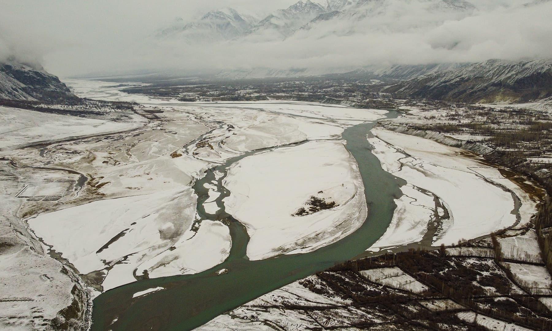 دریائے شگر کا موسمِ سرما میں ایک خوبصورت منظر