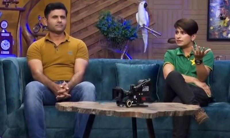 A still from the show on news channel Neo News showing cricketer Abdul Razzaq and Pakistan women's cricket team player Nida Dar during its programme 'G Sarkar with Nauman Ijaz'. — Screengrab via Twitter video