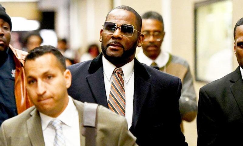 آر کیلی کے خلاف 'ریپ' ٹرائل میں وکلا کے دلائل مکمل