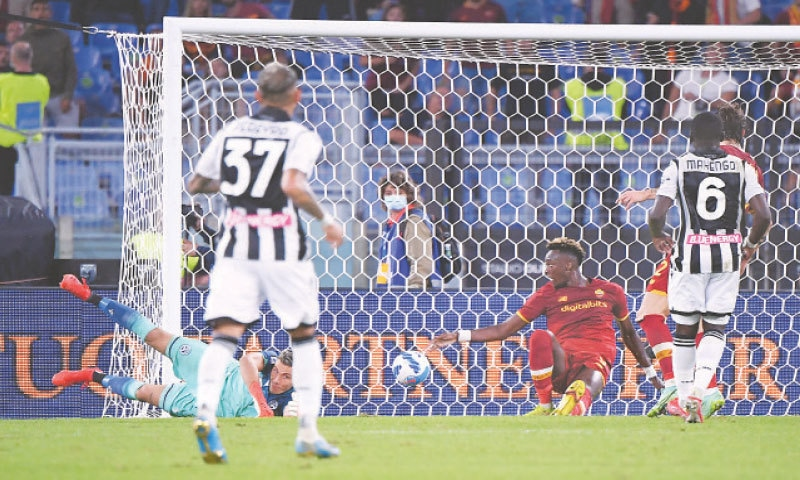TAMMY Abraham (second R) of AS Roma scores against Udinese during their Serie A match at Stadio Olimpico.—Reuters