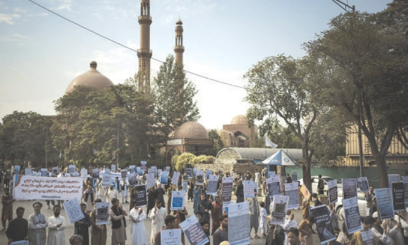 KABUL: Afghans on Friday hold a demonstration organised by the Afghan Society of Muslim Youth, demanding the release of frozen international money.—AP