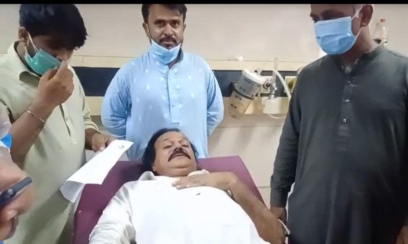 خون کی الٹیاں آنے کے بعد گلوکار کو جناح ہسپتال داخل کرادیا گیا—فوٹو: جگر جلال اہل خانہ/ ڈان نیوز ڈاٹ ٹی وی