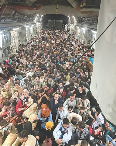 Evacuees crowd the interior of a US tranport aircraft en route to Qatar | Reuters