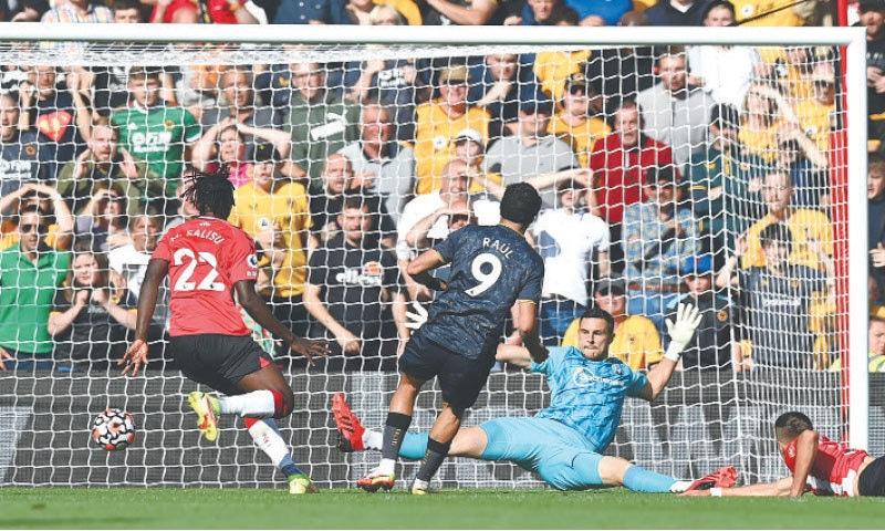 SOUTHAMPTON: Wolverhampton Wanderers' Raul Jimenez (C) scores against Southampton the Premier League match at St Mary's Stadium on Sunday.—AFP
