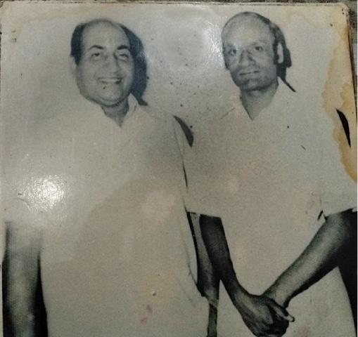 Munir Hussain (right) with singer Muhammad Rafi.