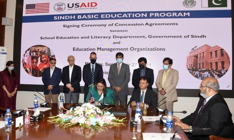 Sindh Chief Minister Murad Ali Shah, American Consul General Mark Stroh and others witness the singing ceremony between the provincial government and education management organisations. — Photo courtesy: Sindh CM Twitter