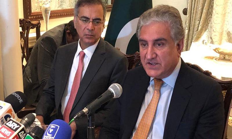 شاہ محمود قریشی نے لندن میں برطانوی وزیرخارجہ سے ملاقات کے بعد پریس کانفرنس کی--فائل/فوٹو: پی آئی ڈی