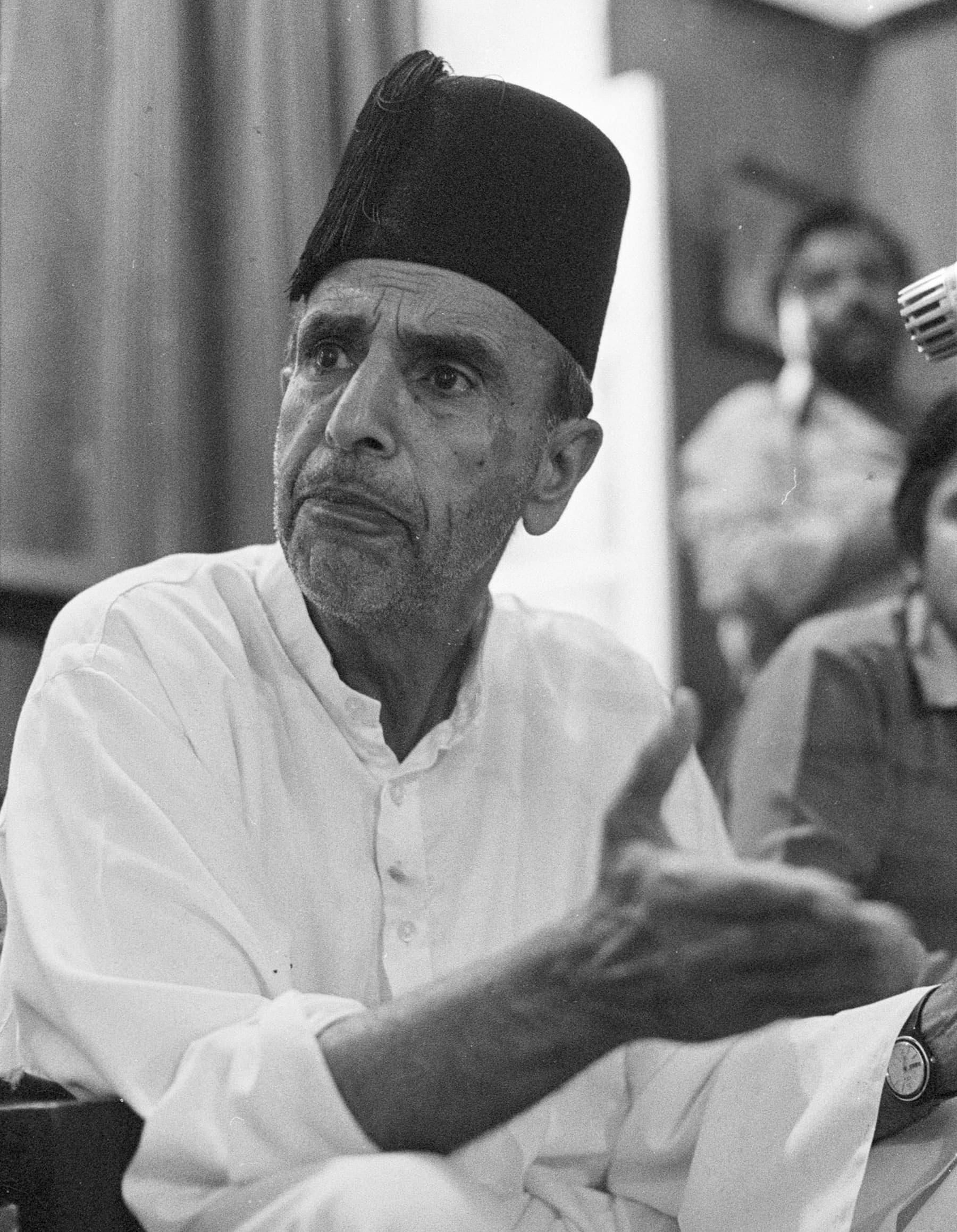 18 اپریل 1985ء پاکستان ڈیموکریٹک پارٹی کے رہنما نوابزادہ نصراللہ خان کراچی پریس کلب کے جلیس ہال میں میٹ دی پریس پروگرام میں مخاطب ہیں— تصویر بشکریہ زاہد حسین