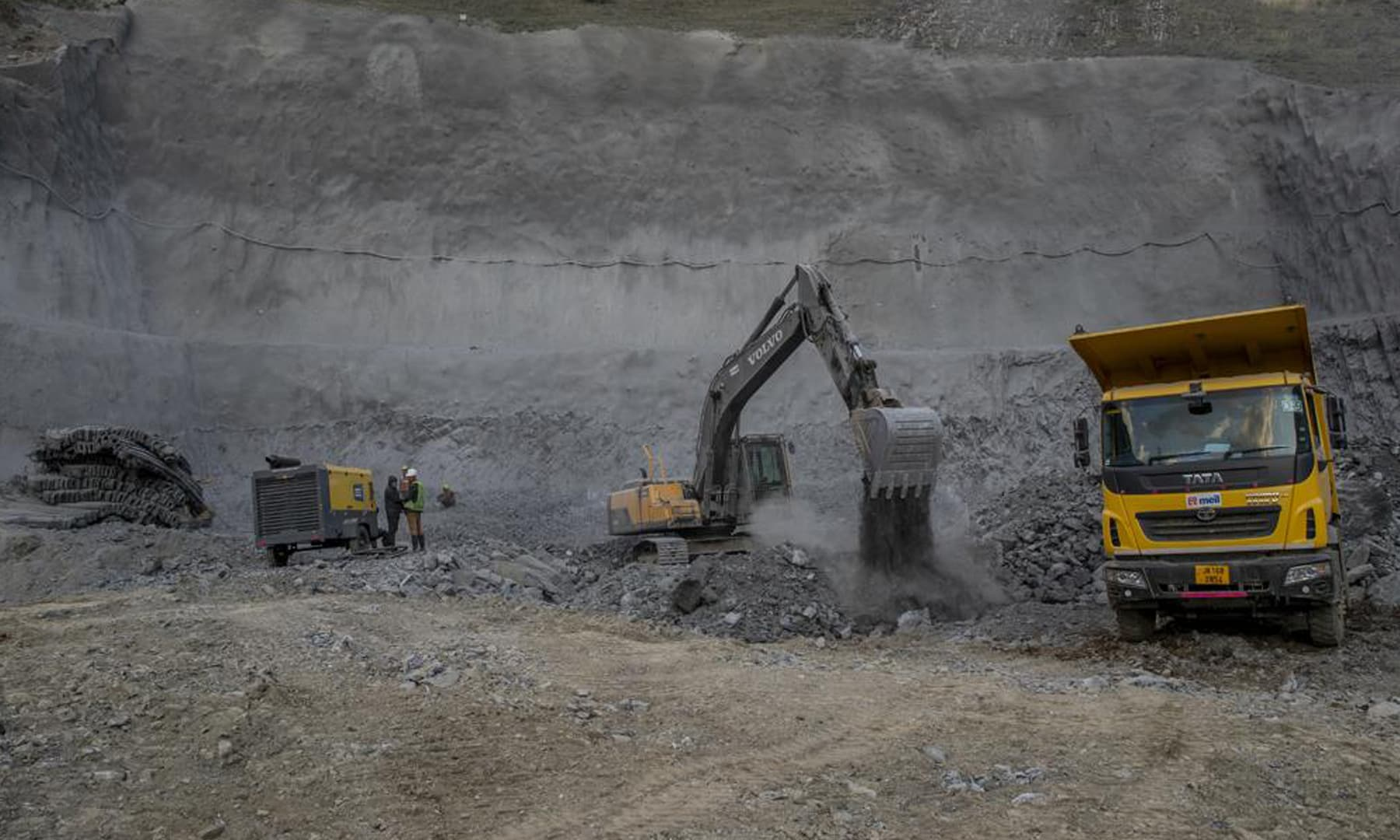 Land movers work to clear rocks and boulders as they work at the entrance of Nilgrar Tunnel in Baltal area northeast of Srinagar in Indian-occupied Kashmir.— AP