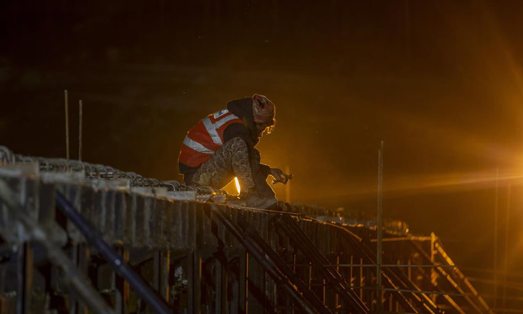 Indian workers employed by the Megha Engineering And Infrastructures Limited work on the construction of a bridge which will connect Sonamarg to Nilgrar Tunnel in Baltal area, northeast of Srinagar in Indian-occupied Kashmir. — AP
