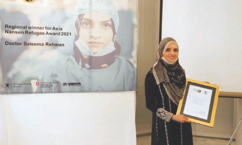 ڈاکٹر سلیمہ رحمٰن کو نانسن رفیوجی ایوارڈ پاکستانیوں اور پناہ گزینوں کے لیے ان کی شاندار خدمات و عزم کے اعتراف میں دیا گیا — فوٹو: ڈان