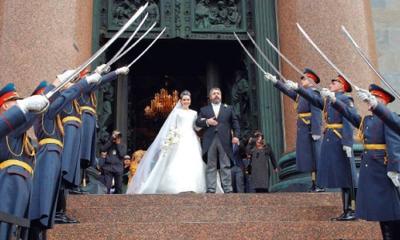 1917 میں بالشویک انقلاب کی جانب سے رومانوف کی بادشاہت کا تختہ الٹنے کے بعد  یہ پہلی شاہی شادی ہے—فوٹو:رائٹرز