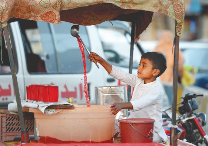 A boy sells sherbet from a pushcart in Islamabad | Mohammad Asim/White Star