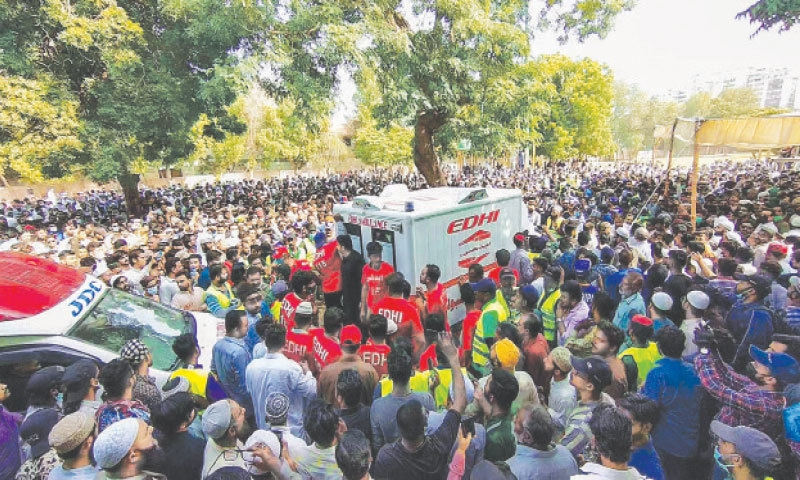 A LARGE number of people surround an Edhi ambulance that brought the coffin of late legendary comedian Umer Sharif to a park in Clifton, where his funeral prayers were offered on Wednesday.—Fahim Siddiqi / White Star