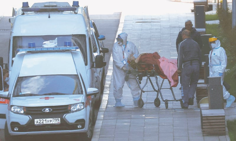 MOSCOW: Specialists shifting a patient from a hospital meant for persons infected with Covid-19 to an ambulance on Wednesday. — Reuters