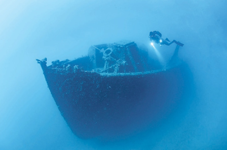 CANAKKALE (Turkey): A diver examines the wreckage of a warship that sank during World War I.—AFP