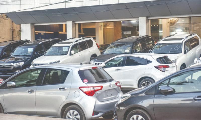 KARACHI: A variety of vehicles parked outside a showroom on Shahra-e-Quaideen.—Fahim Siddiqi / White Start