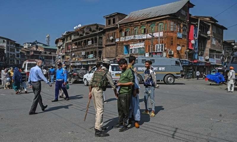 مقبوضہ کشمیر میں بھارتی پولیس نے سیکڑوں افراد کو گرفتار کرلیا