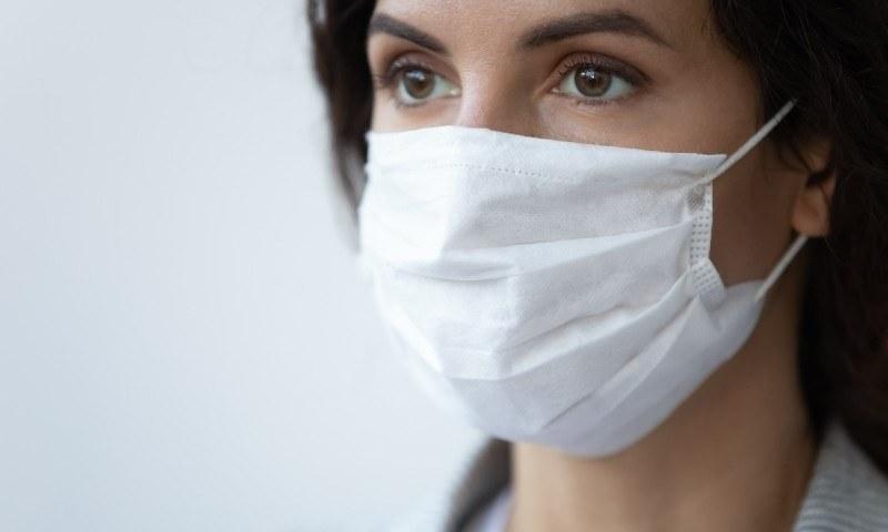 فیس ماسک کے بغیر 2 میٹر کی دوری کورونا وائرس سے بچاؤ کیلئے ناکافی قرار