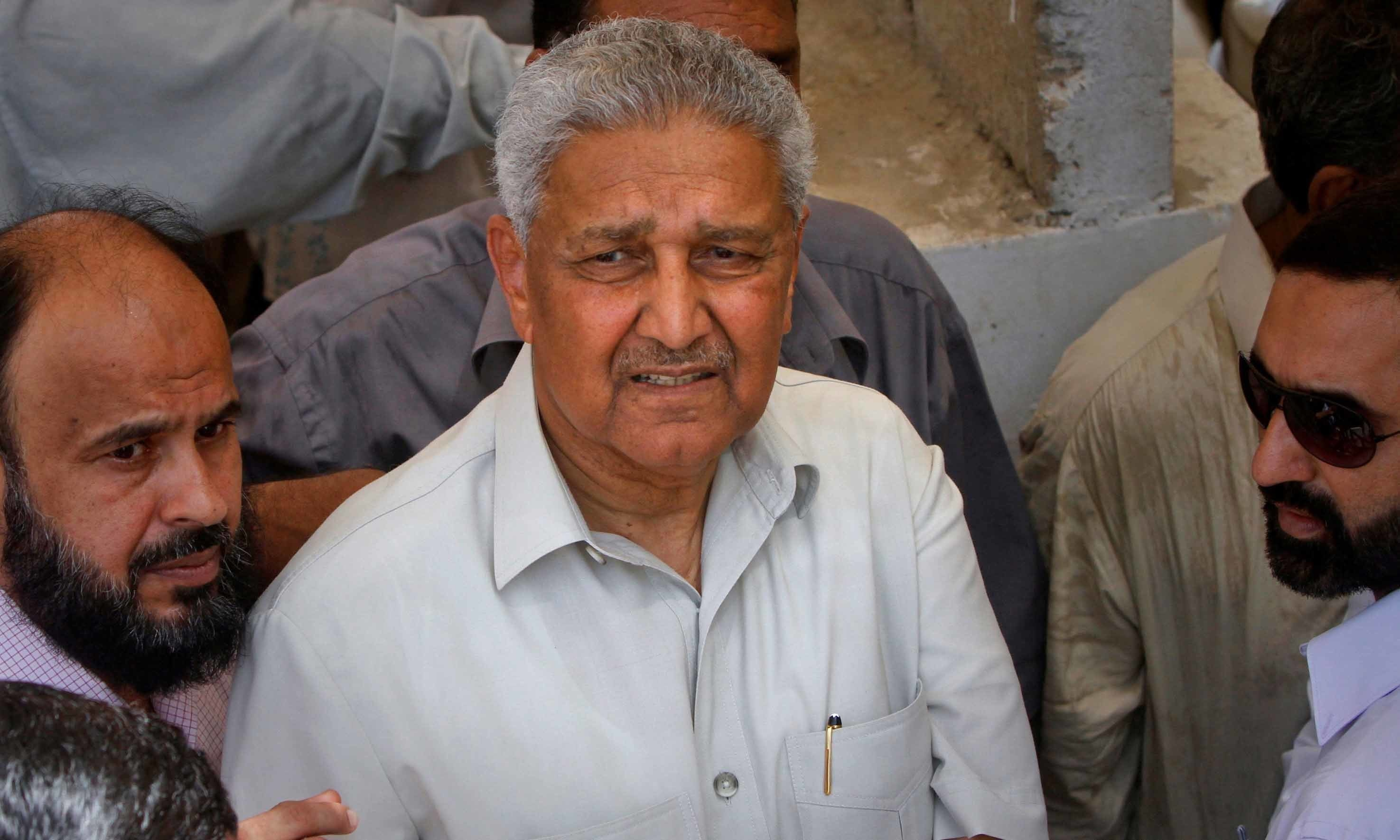 Pakistani nuclear scientist Abdul Qadeer Khan (C) is seen after attending a media silent prayer over the grave of his brother Abdul Rauf Khan, during his funeral services in Karachi May 8, 2011. — Reuters
