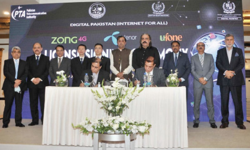 Gilgit-Baltistan Chief Minister Khalid Khursheed and Minister for Kashmir Affairs Ali Amin Khan Gandapur witness the licence signing ceremony in Islamabad on Monday. — APP
