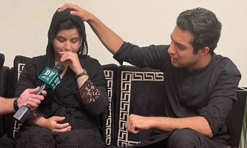 مینار پاکستان واقعہ: اقرار الحسن نے ٹک ٹاکر عائشہ اکرم کی حمایت کرنے پر معافی مانگ لی