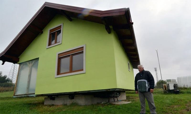 بیوی کی خواہش پر شوہر نے 360 ڈگری گھومنے والا گھر تعمیر کردیا