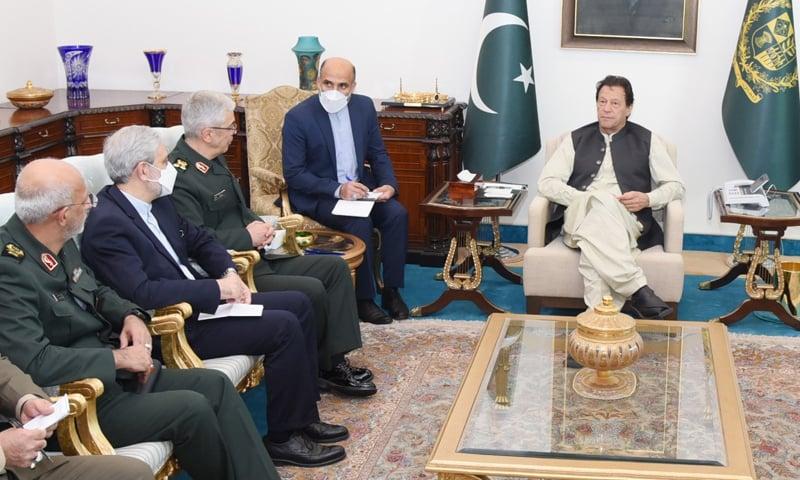وزیراعظم نے ایرانی صدر کو پاکستان آنے کی دعوت کی یاد دہانی کروائی—فوٹو: وزیراعظم آفس ٹوئٹر