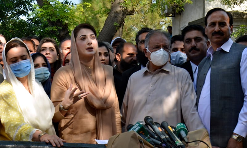 ISLAMABAD: PML-N Vice President Maryam Nawaz talking to reporters outside the Islamabad High Court on Wednesday. — Tanveer Shahzad / White Star