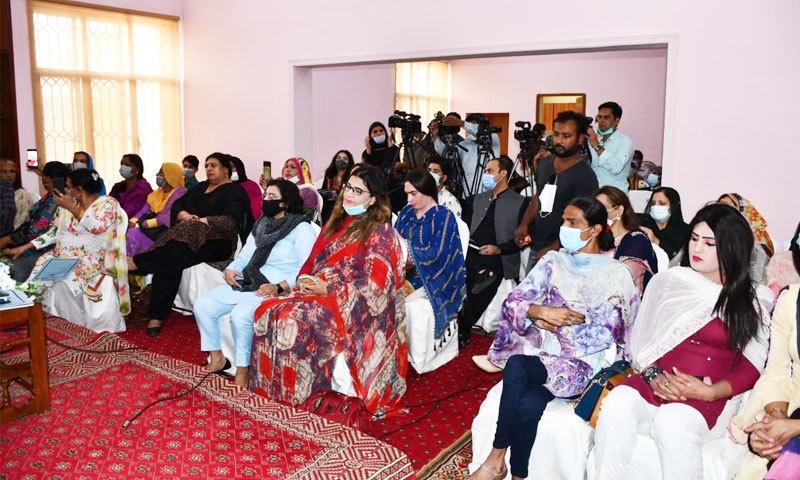 تقریب میں مخنث افراد اور رہنماؤں نے بھی شرکت کی—فوٹو: وزارت انسانی حقوق ٹوئٹر