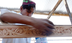 Wood carving tradition stays alive in Swat