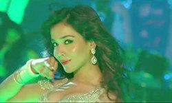 Humaima Malick sizzles in new Raja Natwarlal songs