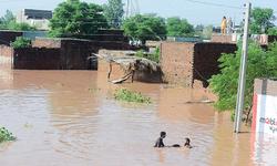 دریائے چناب کی سیلابی لہروں کے شکار افراد