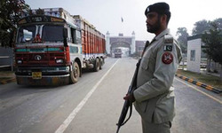 India releases four Pakistani prisoners