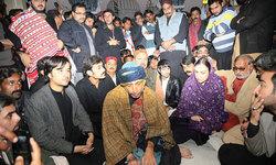 Waqar Hussain becomes 12th Sajjada Nashin of Shah Bhitai shrine