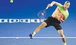 Top seeds, former champions march on in Melbourne