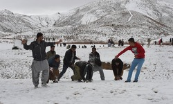 Quetta welcomes first snowfall of the season