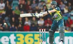 Brilliant Smith ton guides Australia to tri-series final