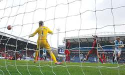 Blackburn shock  nine-man Swansea