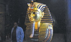 Botched repair  of Tut mask 'reversible'