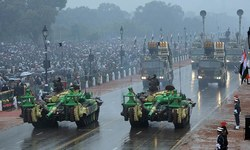 Rain fails to dampen cheer as Obama attends India parade